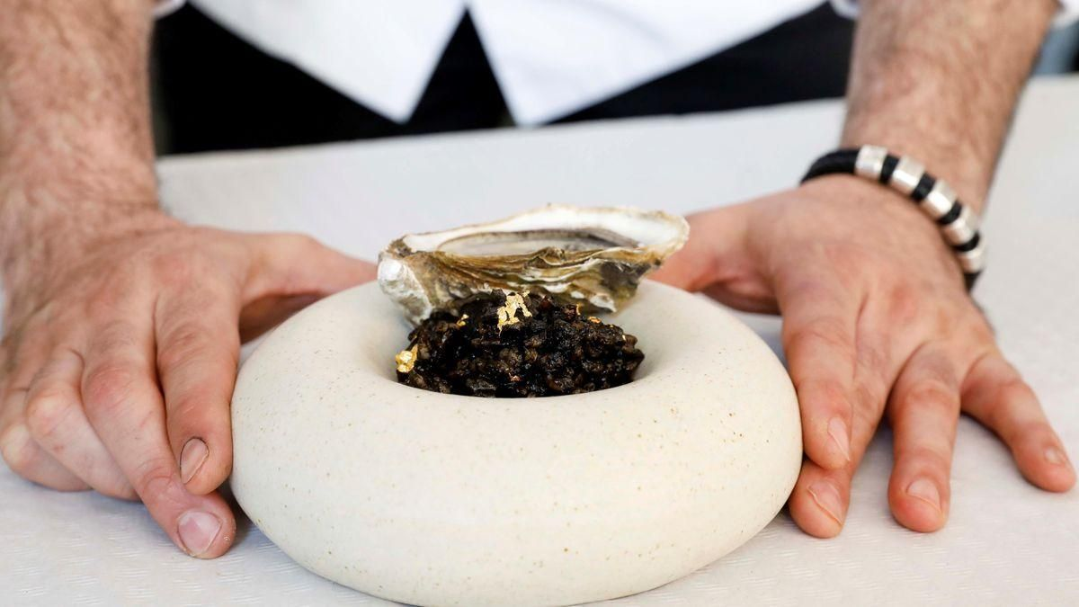 Un chef valenciano registra un arroz con oro de 24 quilates y ostras