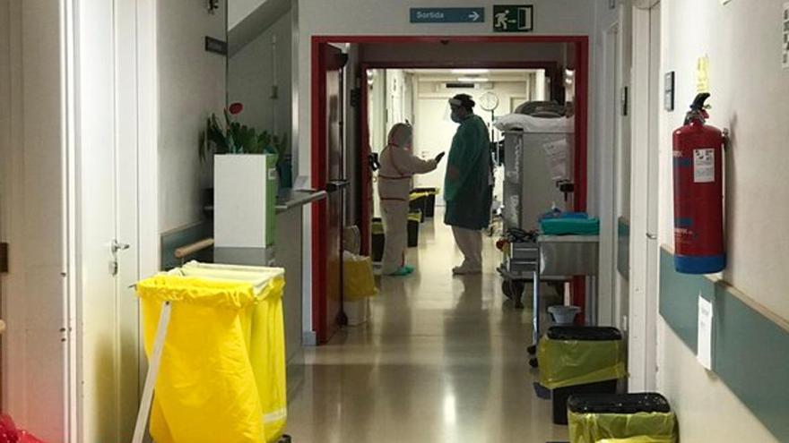 L'hospital de Campdevànol prohibeix visitar pacients, excepte a pediatria, obstetrícia i usuaris amb demència