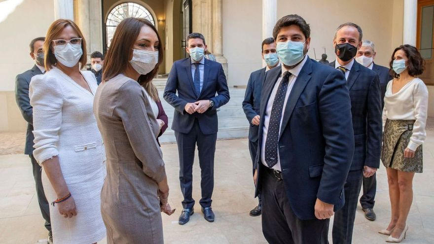 El PSOE denuncia a los tránsfugas y al presidente López Miras por cohecho