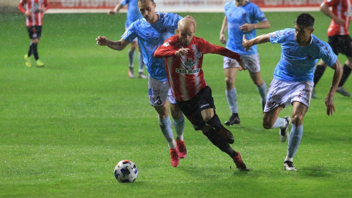 Sergio García, entre jugadores del Pontevedra.