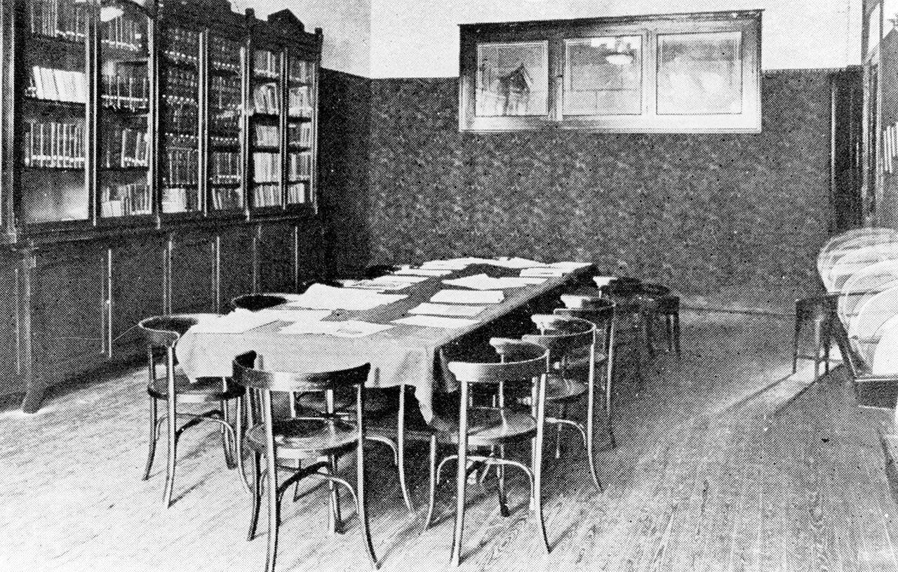 Biblioteca de la sede de Príncipe.jpg