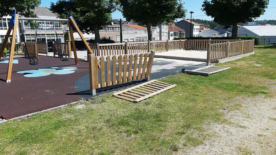 Provocan de nuevo daños en el parque infantil de Penatoares