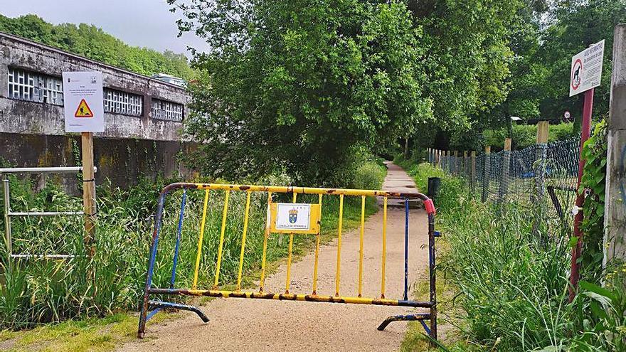 El paseo del Maceiras se cierra hasta el viernes para reparar los muros