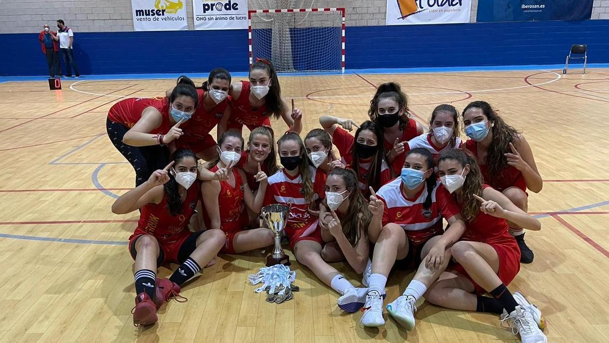Jugadoras del equipo júnior femenino del Deza Maristas.