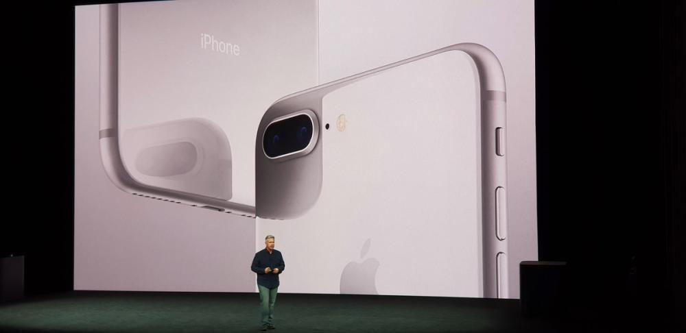 Los i Phone 8 en gris espacial.