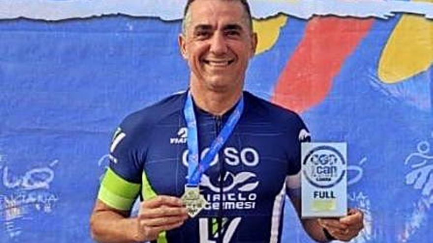 José Vicente Coso se alza con el autonómico de triatlón de larga distancia