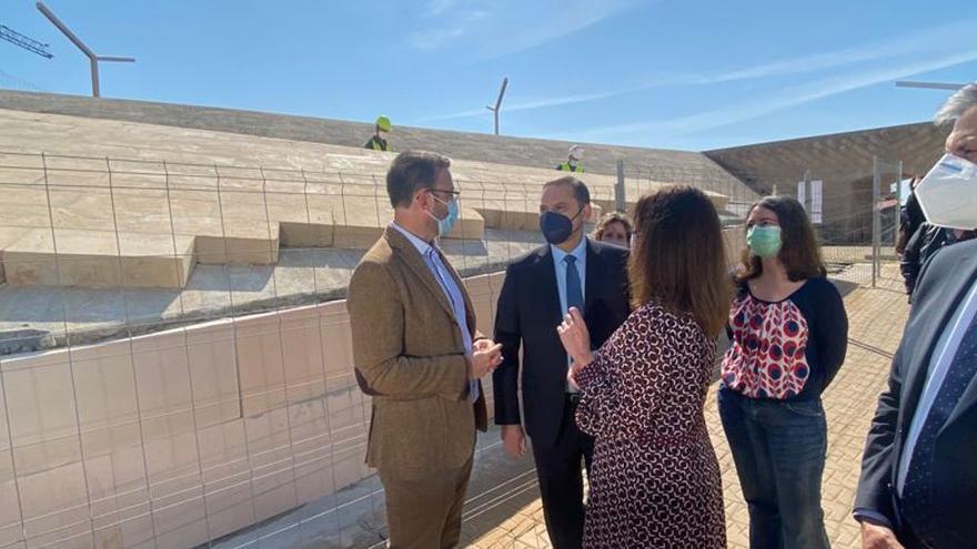 """El ministro Ábalos asegura que """"la voluntad es mantener"""" el descuento de residente del 75%"""