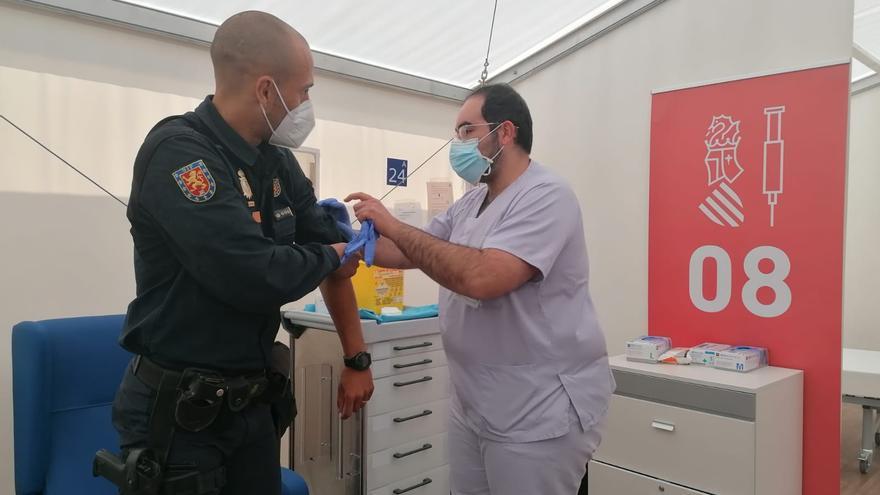 Sanitat retoma la vacunación con Astrazeneca a Cuerpos y Fuerzas de Seguridad del Estado