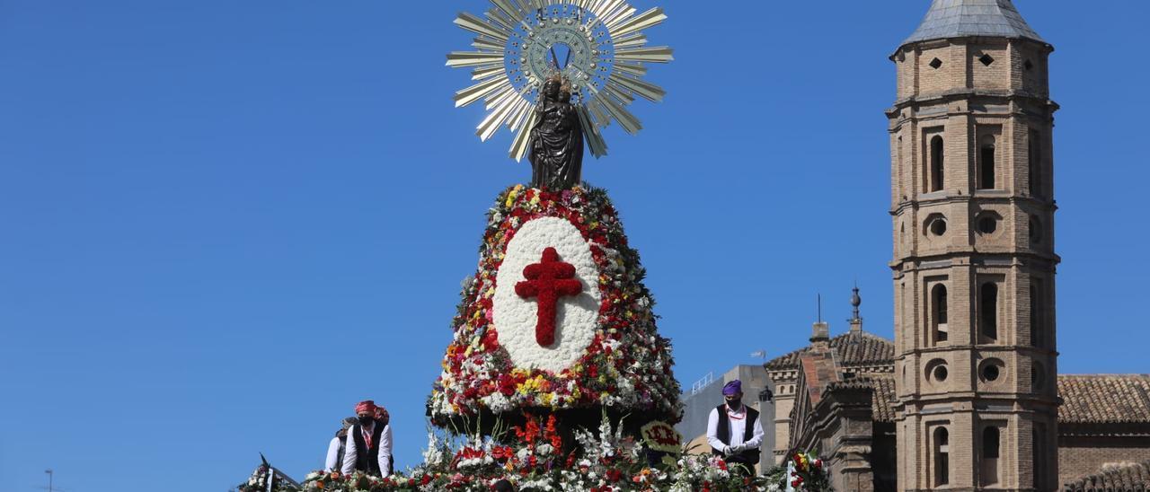 Búscate en el álbum de la Ofrenda de flores a la Virgen del Pilar del 2021