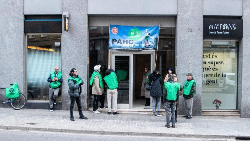 La PAHC torna a fer guàrdia per evitar el primer desnonament obert dictat a Manresa