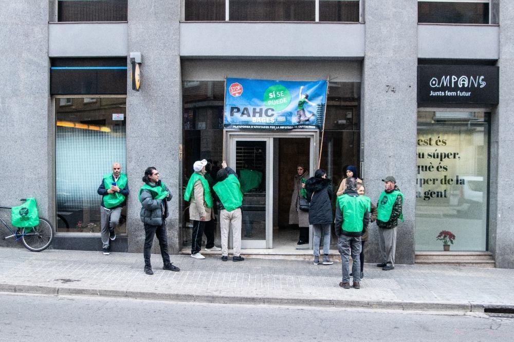 La PAHC fa guàrdia per evitar el primer desnonament obert dictat a Manresa