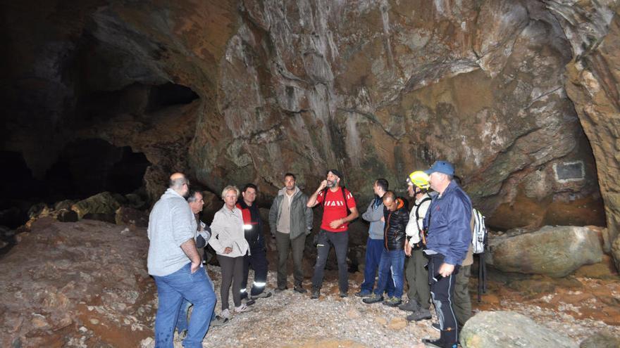 El Montgó ya estudia con Xàbia y Dénia medidas para evitar la masificación en la Cova Tallada