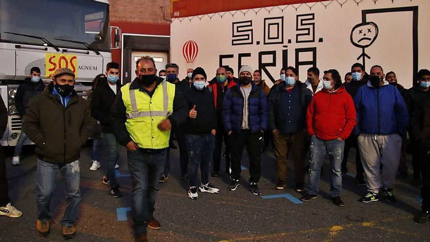 """Caravana reivindicativa de los feriantes desde Santiago hasta Vigo: """"Solo queremos trabajar"""""""