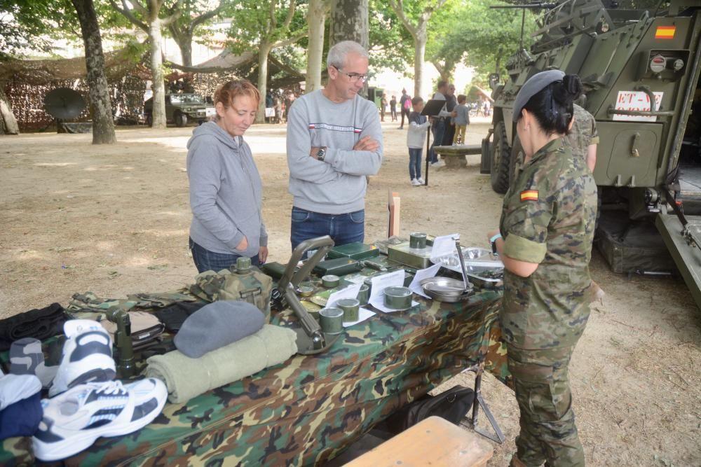 La Brilat expone sus carros y equipos por el Día de las Fuerzas Armadas