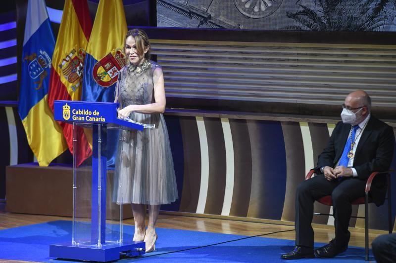 Acto de entrega de honores y distinciones del Cabildo.