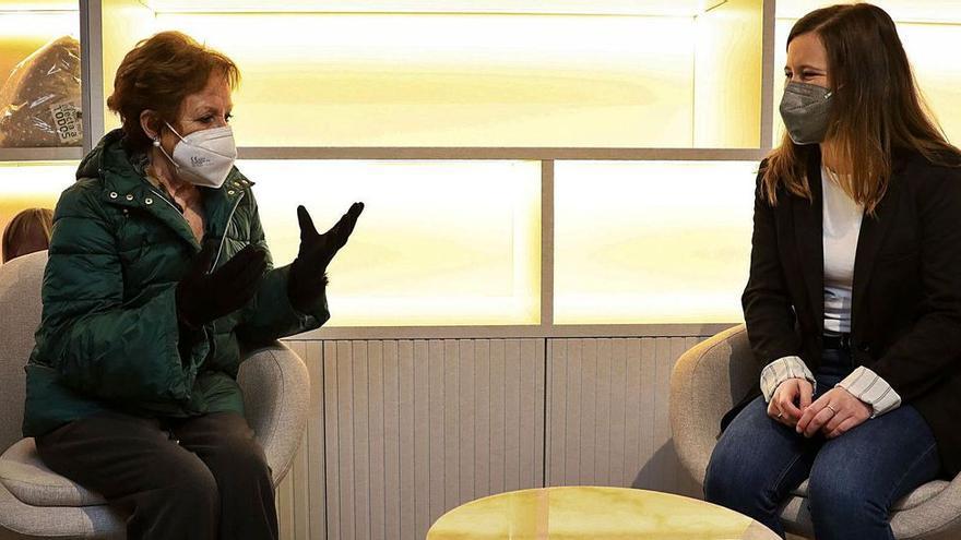 """Una enferma de cáncer y la joven que la apoya por teléfono se conocen por primera vez: """"Sus llamadas son mi mejor pastilla"""""""
