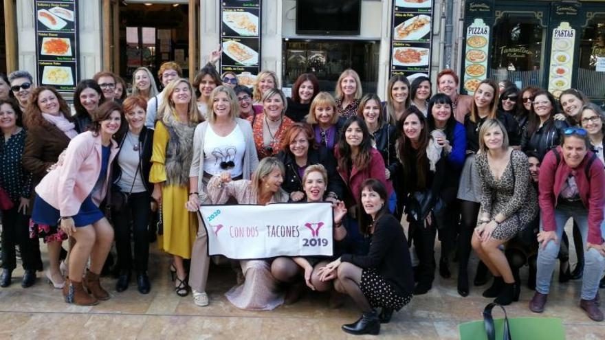 """""""Con dos tacones"""" reúne a cincuenta mujeres para festejar el 8M"""