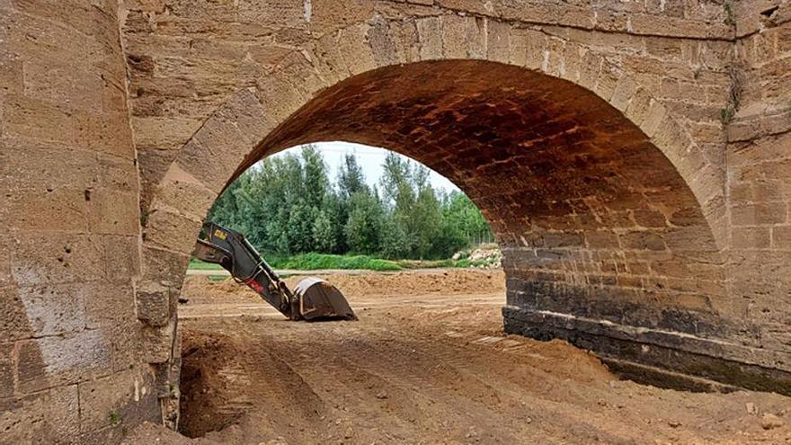 Retoman los trabajos de reparación del puente medieval de Castrogonzalo