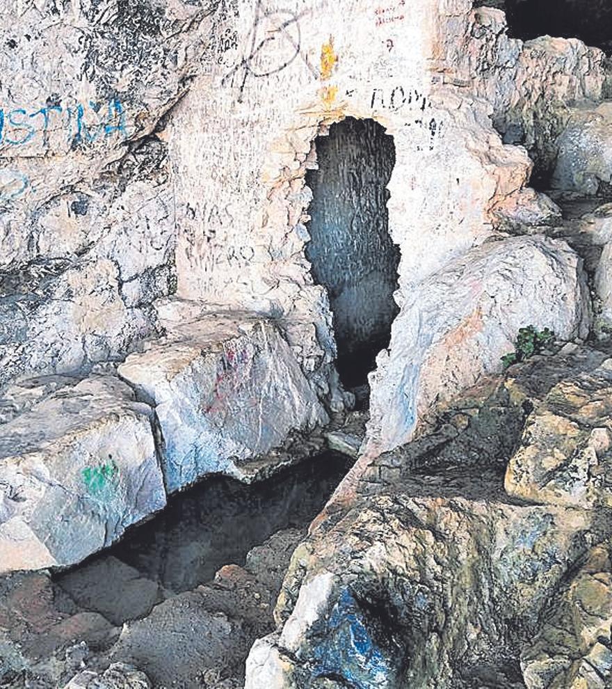 La Cova de l'Aigua: sombría, con historia y ahora más segura