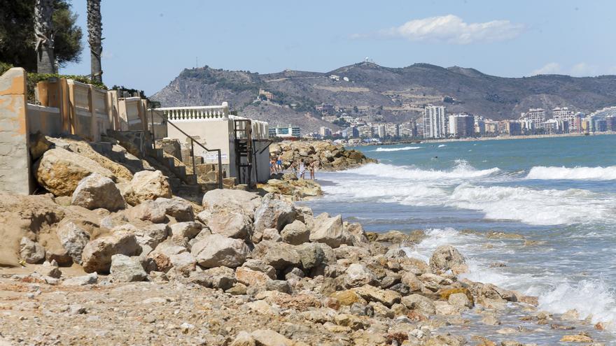 Costas no repondrá más arena a la Goleta para el verano y deja la playa al límite