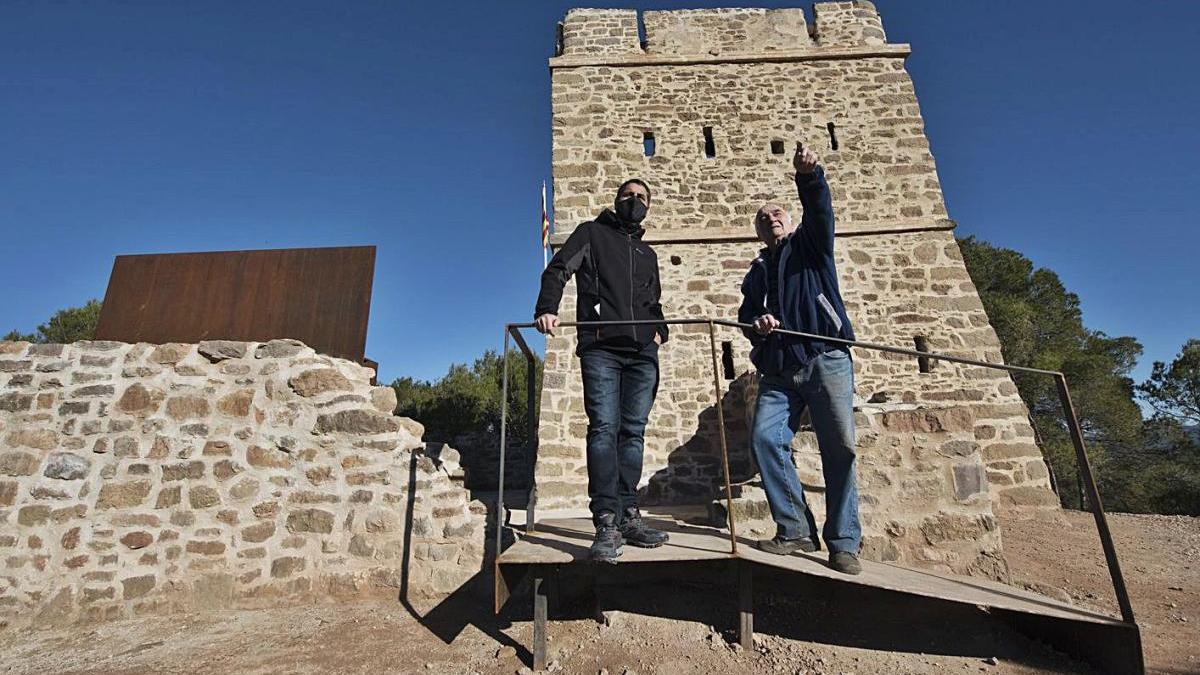 Vista exterior de la torre dels Soldats i els murs que s?han rehabilitat