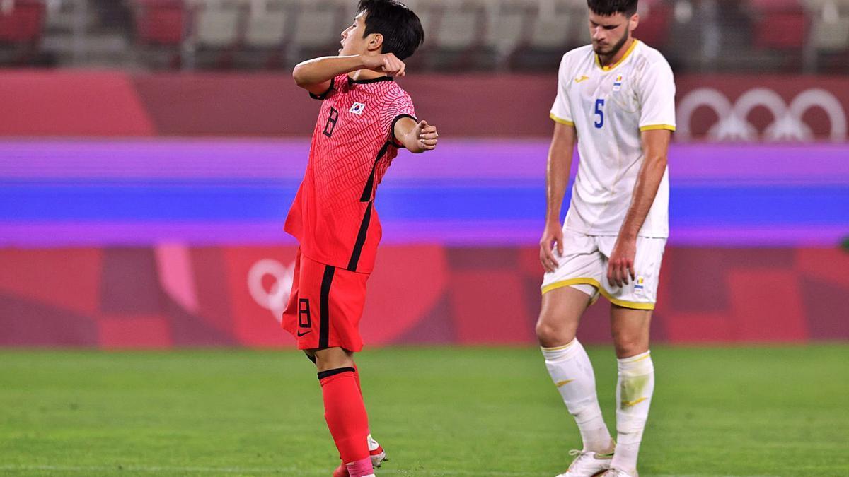 Kang In Lee celebra uno de sus goles con la selección de Corea en los Juegos Olímpicos.    EFE