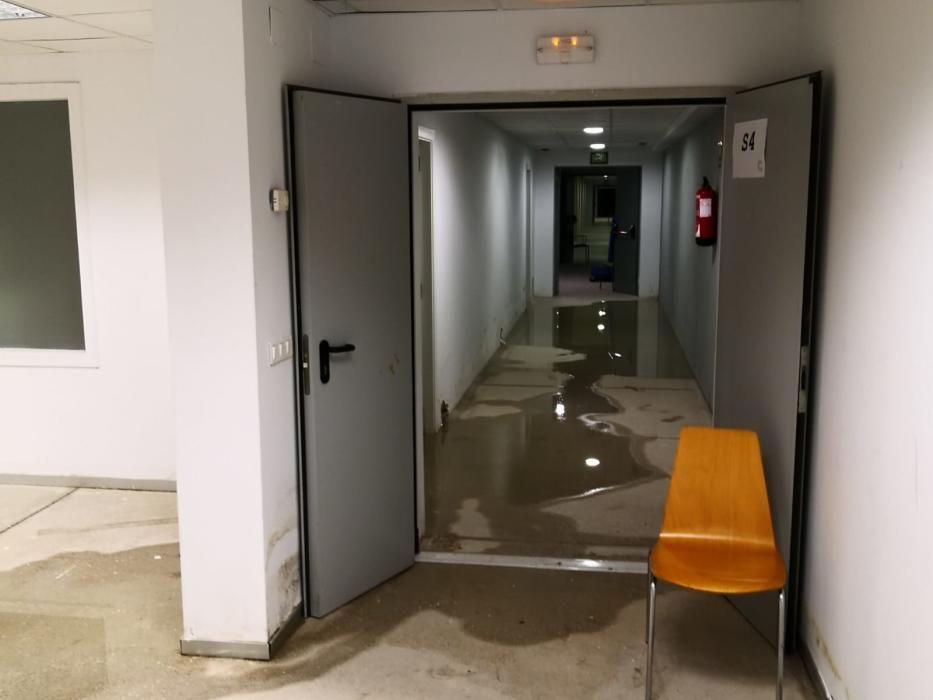Goteras e inundaciones en el Centro Cultural Las Cigarreras debido a la lluvia