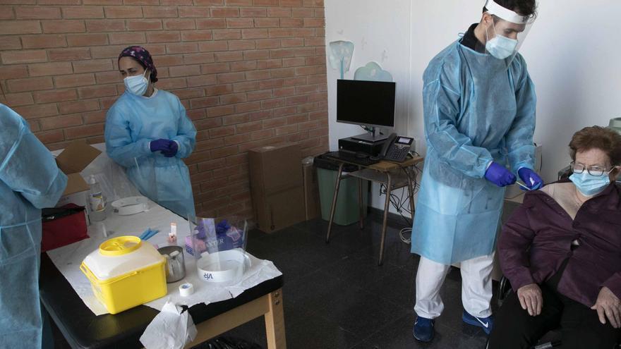 Vacunaciones a los mayores de 90 años en Sagunt.