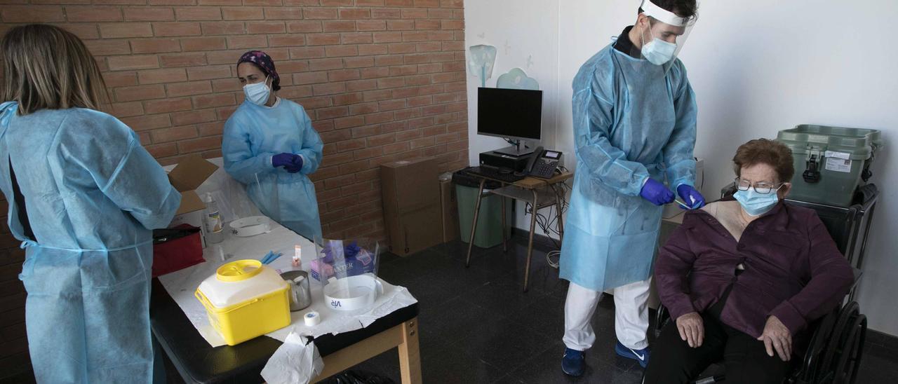 Vacunaciones a los mayores de 90 años en Sagunt