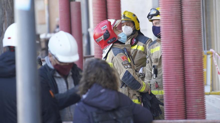 Un operari resulta ferit en  caure en una obra a Girona
