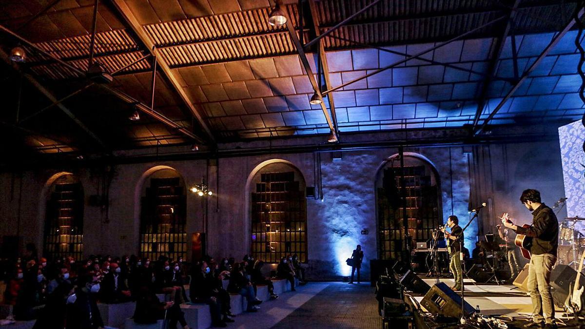 """La """"Morricone Pop Orchestra"""", durante la actuación el otoño pasado en la Fábrica de La Vega, en Oviedo.   Julián Rus"""