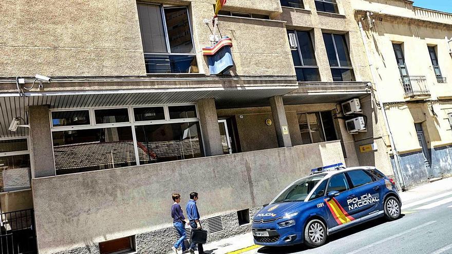 Prisión para un atracador que intentó morder a dos policías en Elda