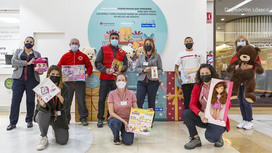 El Miramar se une a la recogida de juguetes de Carrefour para Cruz Roja