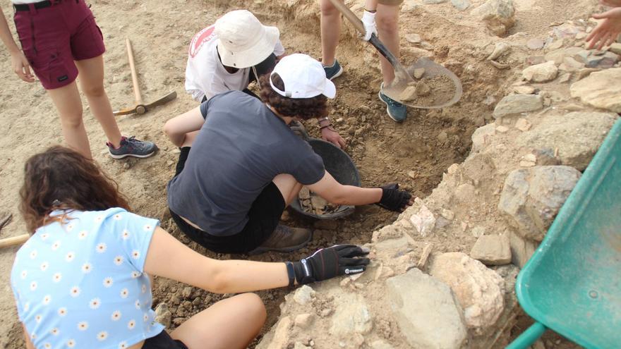 S'inicia a la Ciutadella el III Curs Internacional d'Arqueologia, centrat en l'estudi de la vila Medieval