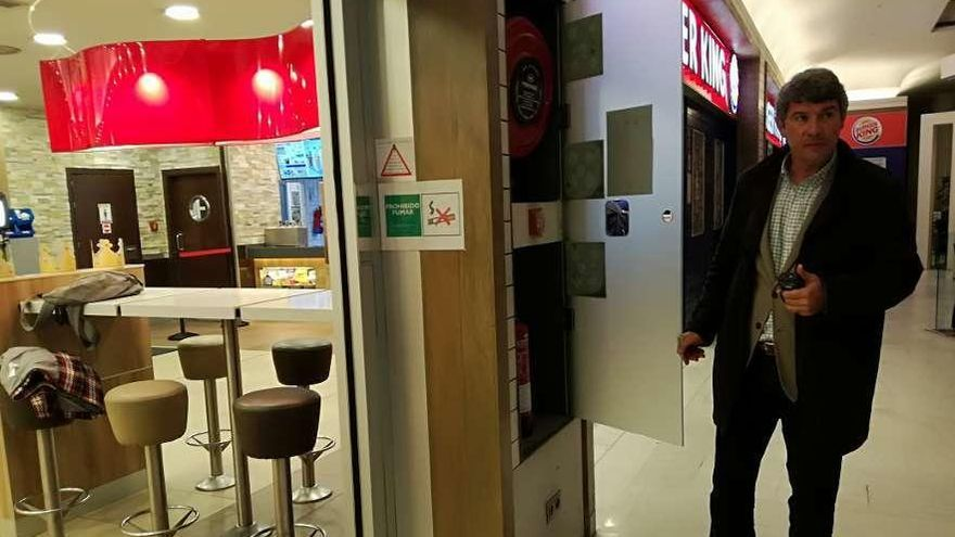 """La falta de una segunda vía de evacuación del Burger King """"infringe la normativa"""""""