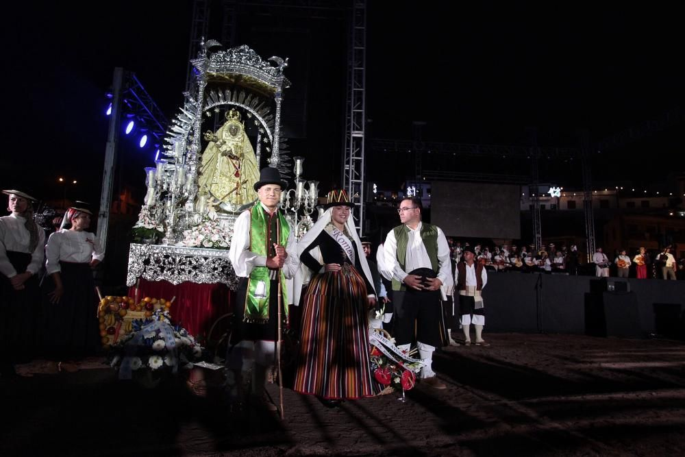 Ofrenda folclórica a la Virgen de Candelaria