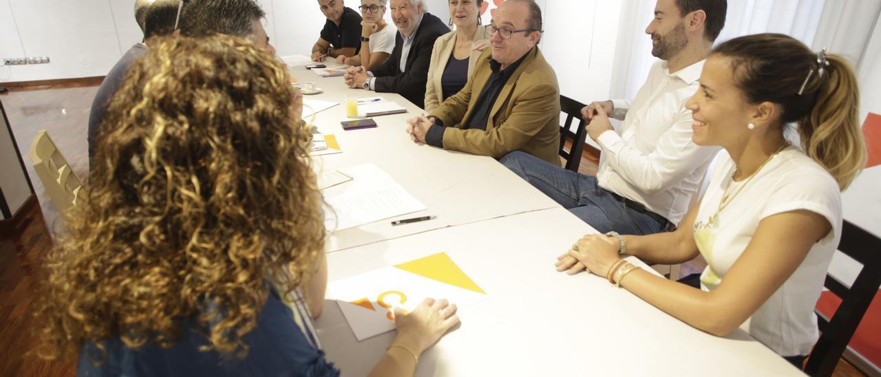 Concejales y parte de la directiva de Ciudadanos Avilés, en un encuentro con los medios, en una imagen de archivo.