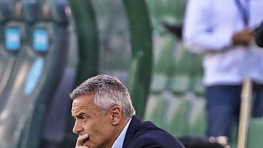 Escribá: «Para ganar al Cádiz hay que desinhibirse, mejorar mucho y proponer más»