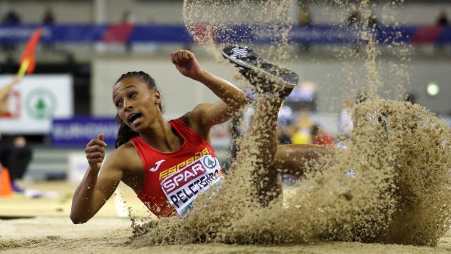 Ana Peleteiro, oro y récord de España en triple salto