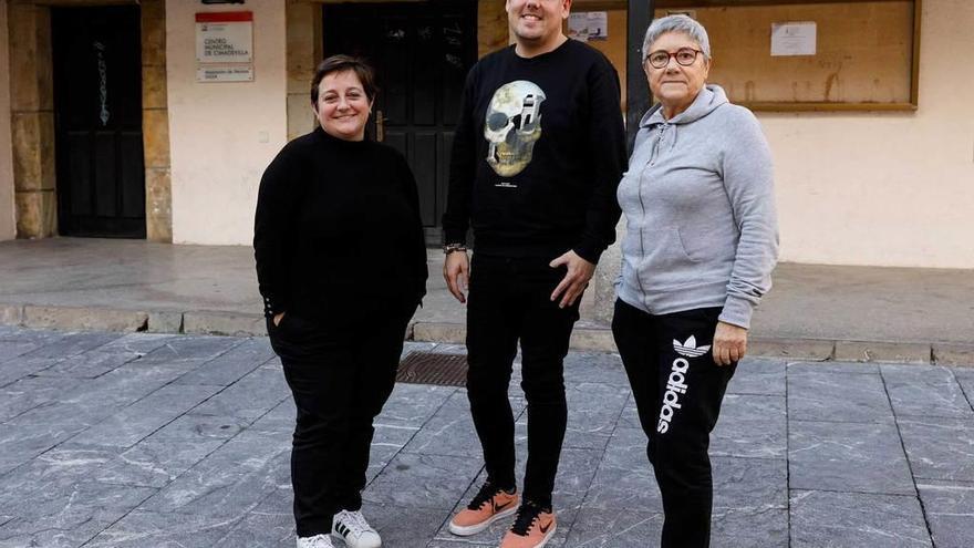 Cimadevilla pasa revista al barrio con el Ayuntamiento