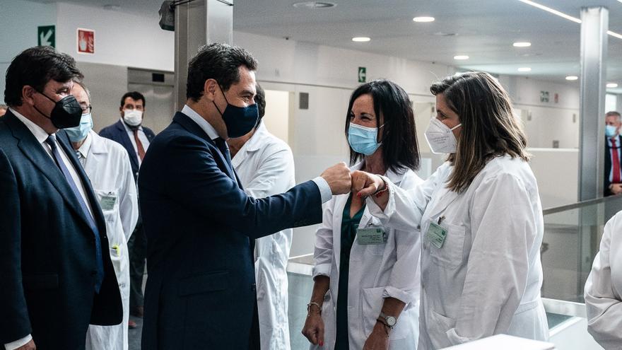 Juanma Moreno no descarta el certificado de vacunación para acceder a establecimientos públicos en Andalucía