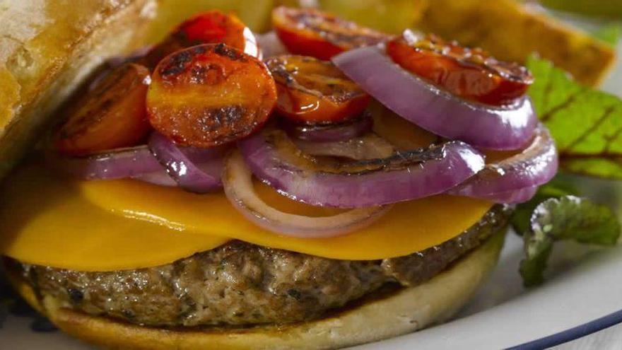 Una hamburguesa casera con productos 100% de Castellón