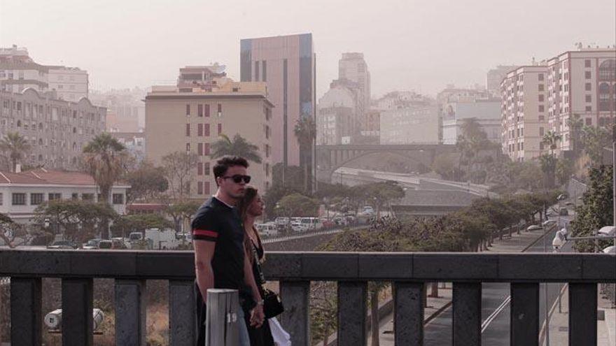 La calima y las temperaturas en ascenso llegan este martes a Canarias