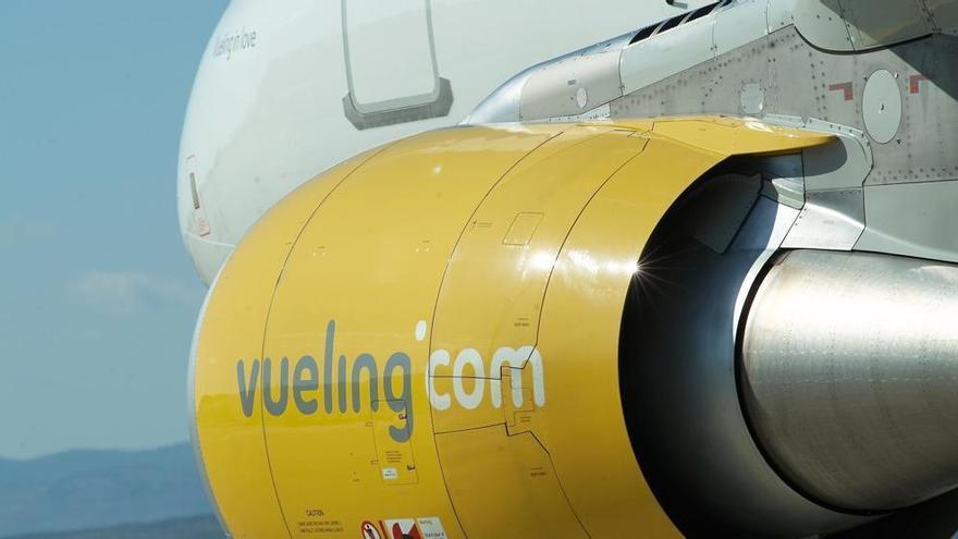 Pànic en un avió que aterra d'emergència al Prat amb fum a la cabina