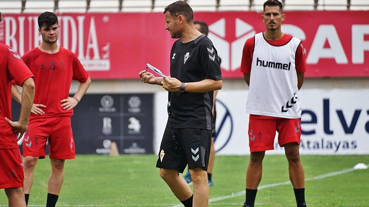 Mario Simón en un entrenamiento del Real Murcia. | PRENSA REAL MURCIA
