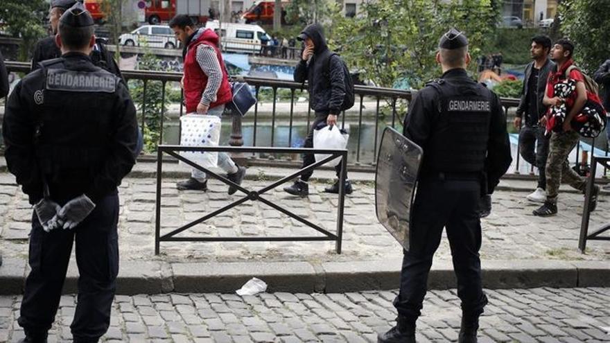 Macron promete doblar el número de policías en Francia