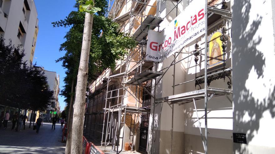 Amigos de Badajoz respalda la obra en la fachada de Las Descalzas