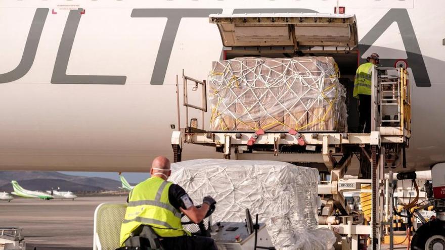 Coronavirus en Canarias | El undécimo cargamento con material sanitario llega a Gran Canaria