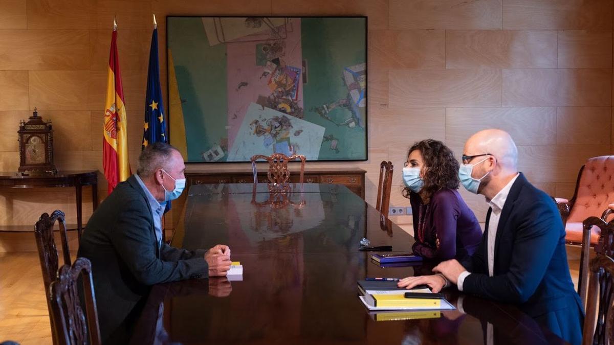El diputado de Compromís, Joan Baldoví, en una reunión de trabajo con la ministra María Jesús Montero