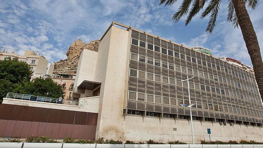 El Gobierno iniciará la reforma de la biblioteca Azorín 13 años después